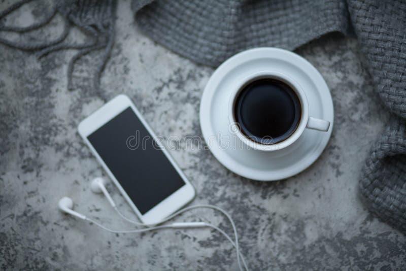 Cofee et téléphone portable photos stock