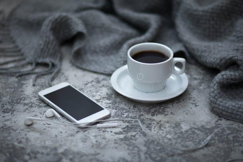 Cofee et téléphone portable photo stock