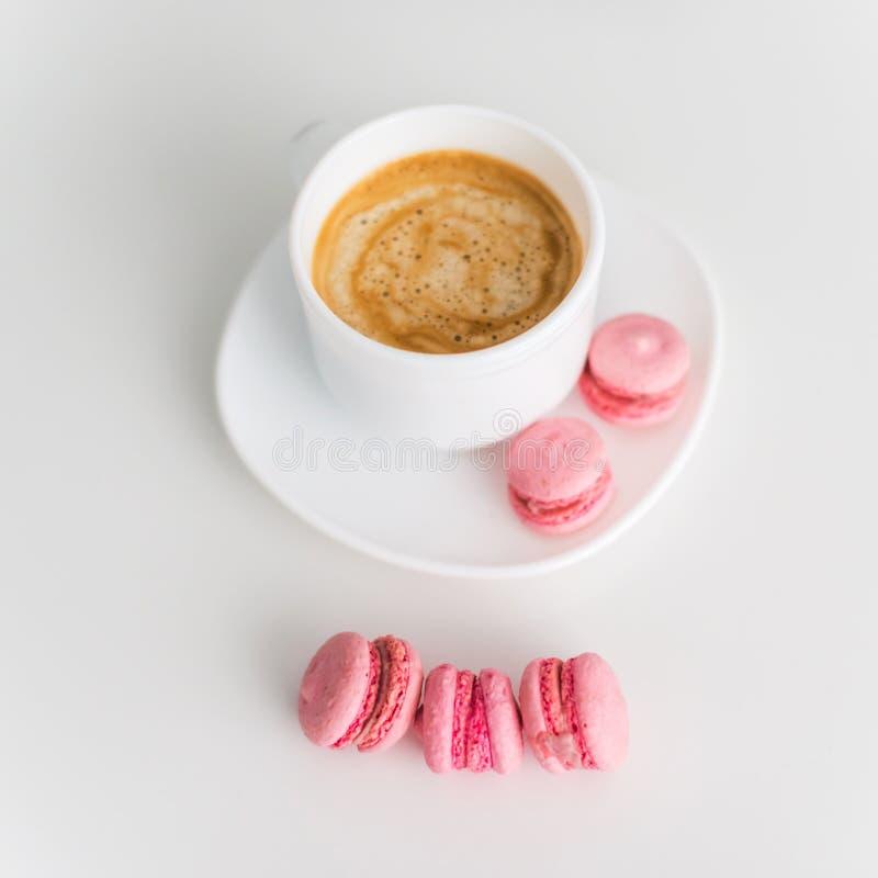 Cofee och makron fotografering för bildbyråer