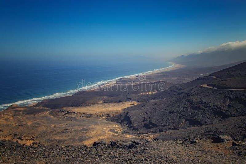 Cofete海滩的美丽的景色在费埃特文图拉岛在加那利群岛,西班牙 这是最长的海滩欧洲 这是自然的 库存照片