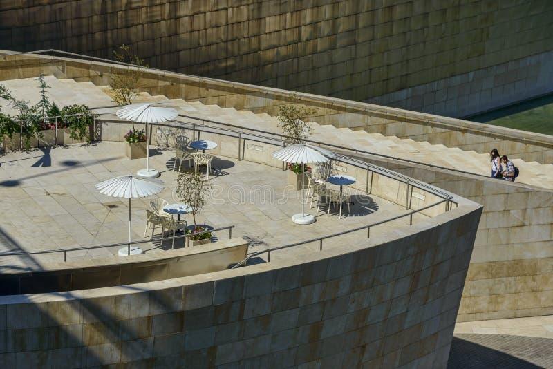 coffe的大阳台在古根汉毕尔巴鄂地区 免版税图库摄影