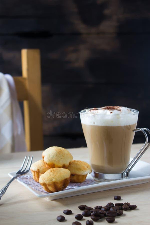 Download Coffe caldo immagine stock. Immagine di closeup, zucchero - 56877249