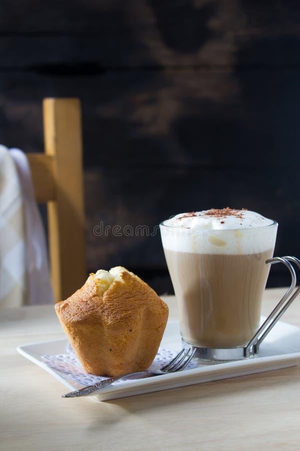 Download Coffe caldo fotografia stock. Immagine di mattina, breakfast - 56877938
