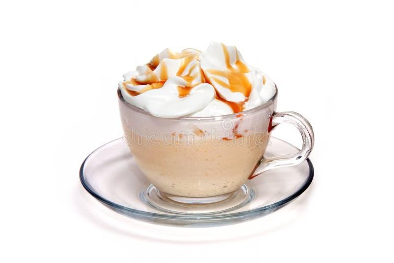 Coffe coctail med caramel i den glass koppen royaltyfri fotografi