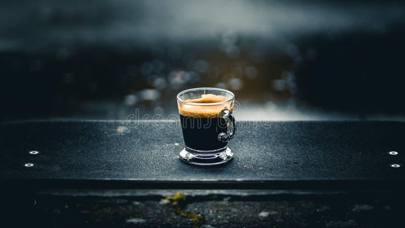 Coffe dans une planche ? roulettes photo libre de droits