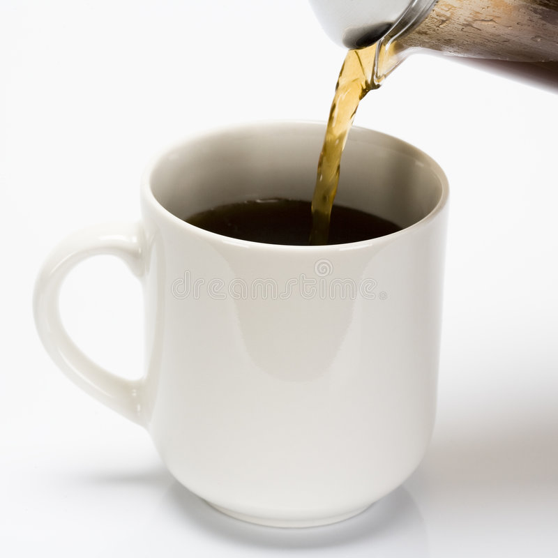 Coffe de derramamento no copo fotos de stock royalty free