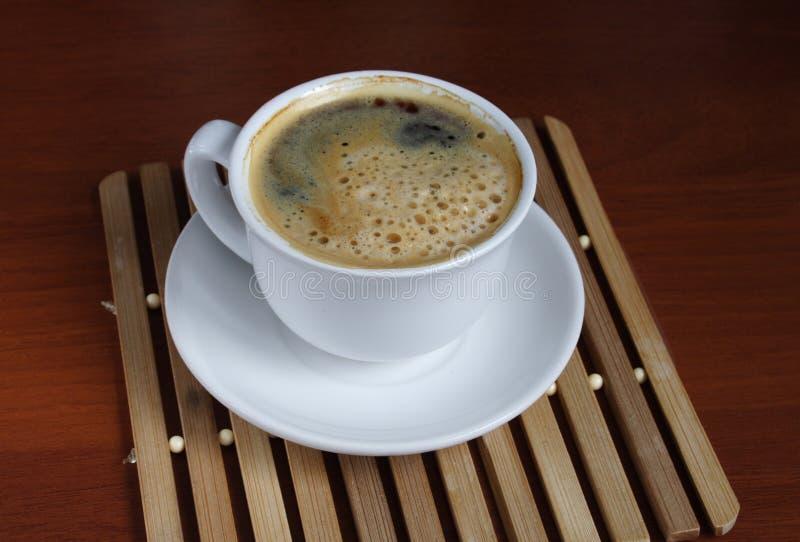 Coffe della tazza sulla tabella immagini stock