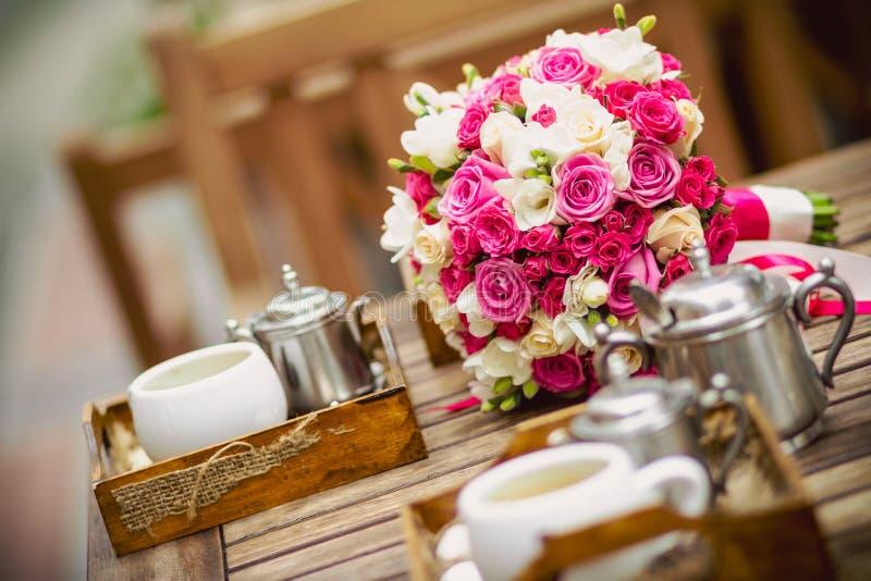 Coffe e fiori fotografia stock libera da diritti