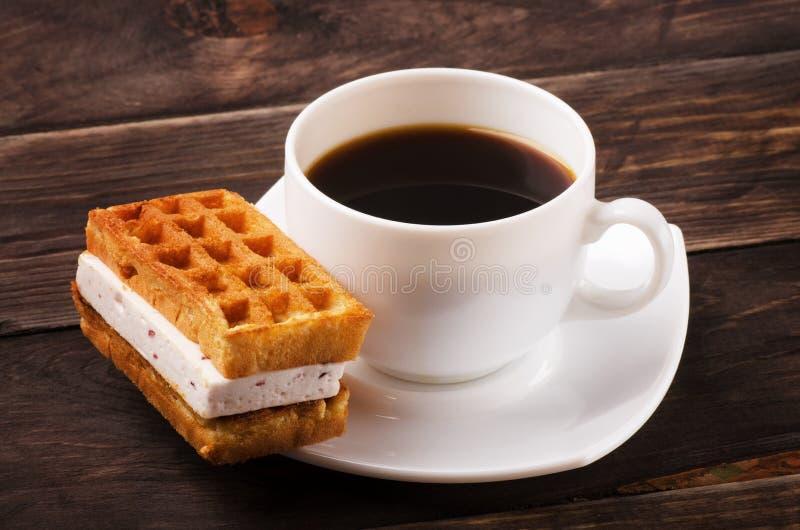 Coffe en Weense wafels stock afbeelding