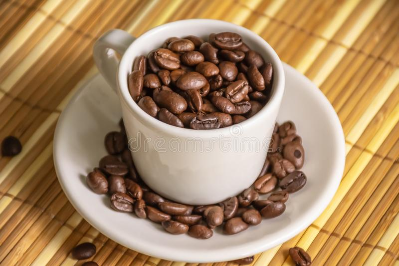Coffe filiżanka i fasoli coffe wśrodku fotografia royalty free
