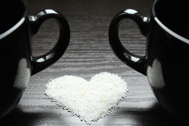 Coffe koppar, romantiskt datum arkivfoto