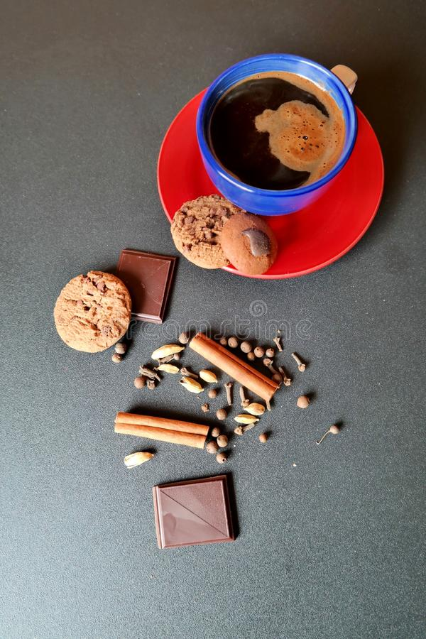 Coffe-Schale mit Plätzchen lizenzfreies stockbild