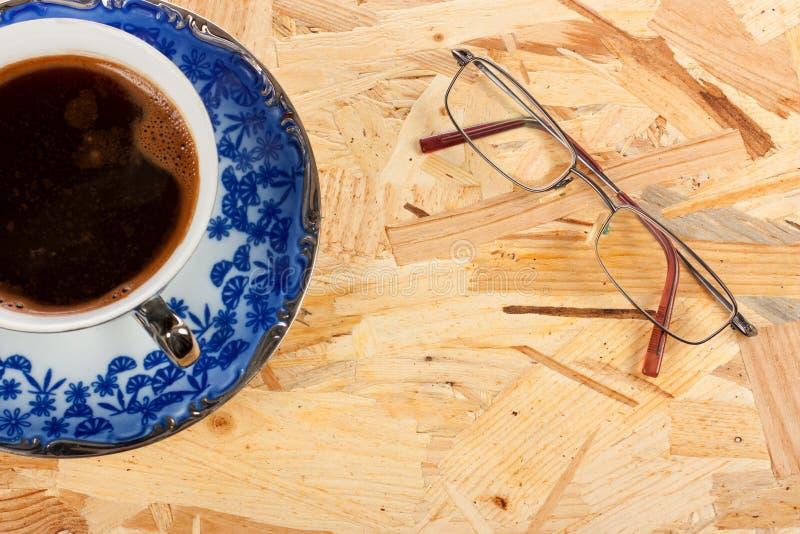 Coffe y vidrios foto de archivo