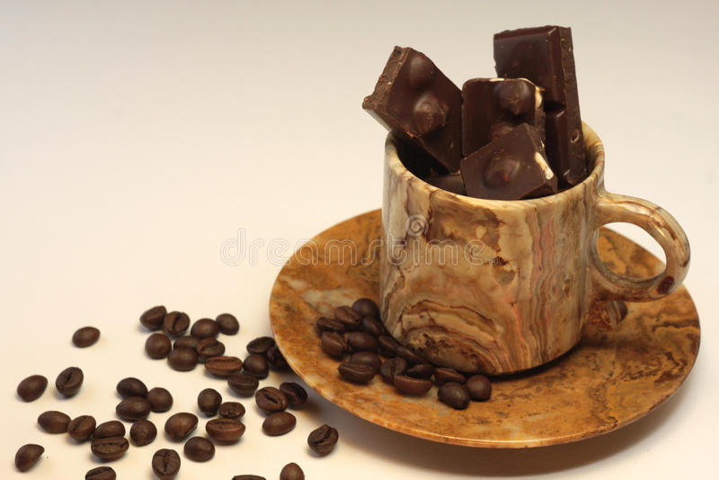Coffebonen en chocolad stock afbeelding