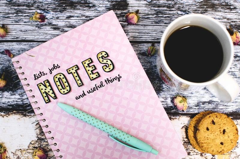Coffee, biscuit and note on things to do