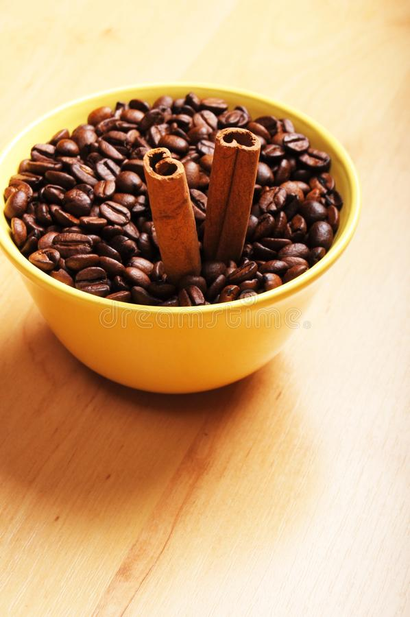 Download Coffee And Cinnamon Royalty Free Stock Photography - Image: 15576187