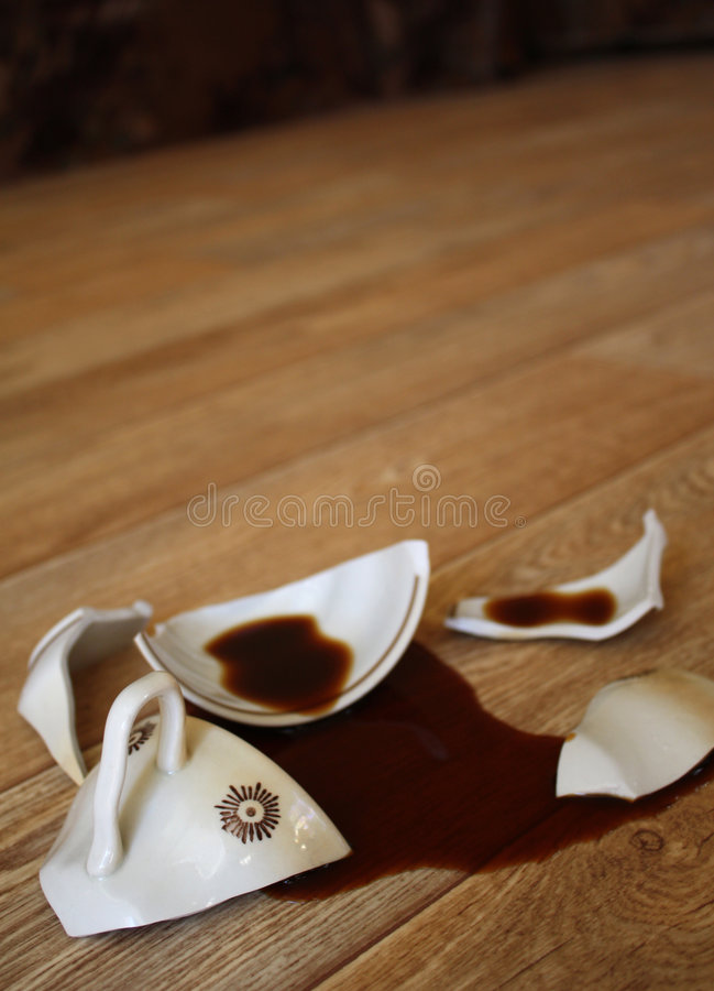 Free Coffee, Flowed Out From The Broken Cup Stock Images - 5746344