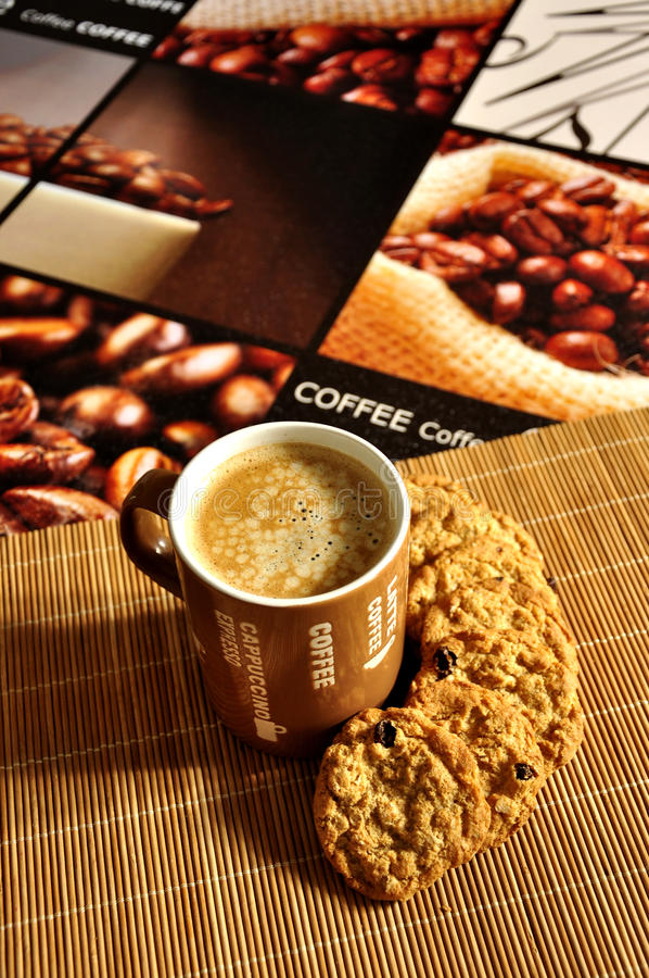 Free Coffee Latte With Cookies Royalty Free Stock Photos - 20770428
