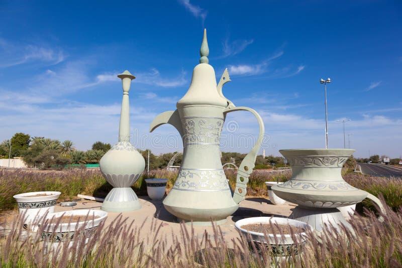 Coffeepot rzeźba w rondzie w Al Ain zdjęcia royalty free