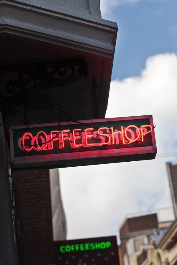 Coffeeshop assina dentro Amsterdão, os Países Baixos fotos de stock royalty free