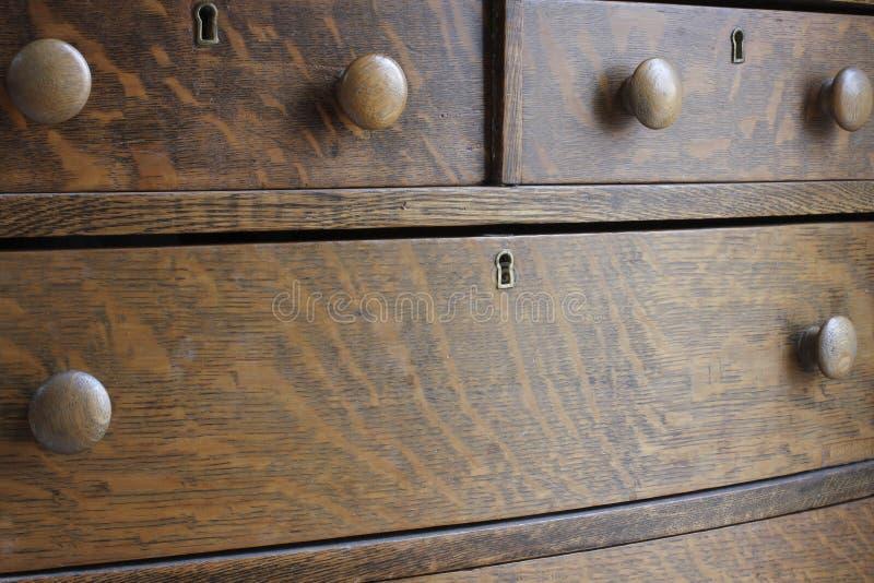 Coffre antique en bois de tiroir photo stock