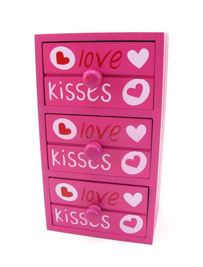 Coffre de rose de tiroirs avec des mots de l'amour et du coeur image libre de droits