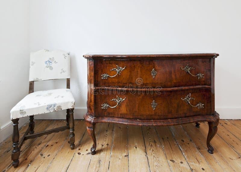 Coffre des tiroirs antique image libre de droits