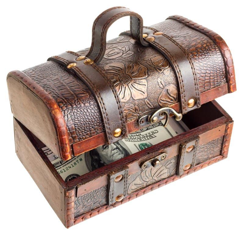 Coffre en bois avec de l'argent photos libres de droits