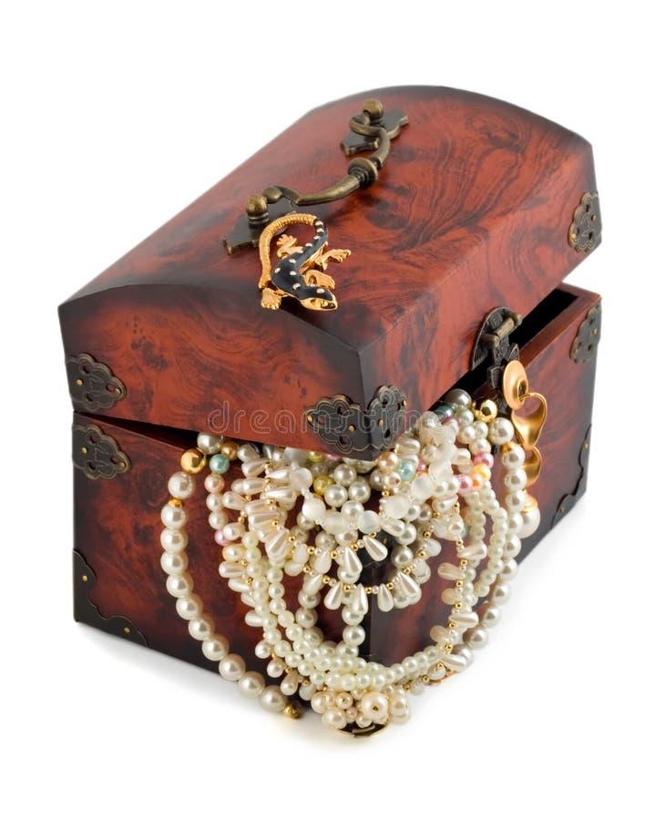 Coffre et perle de trésor images stock