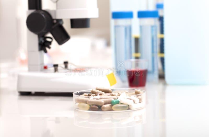 Coffre-fort de recherches de laboratoire de la Science de nouvelles drogues images stock