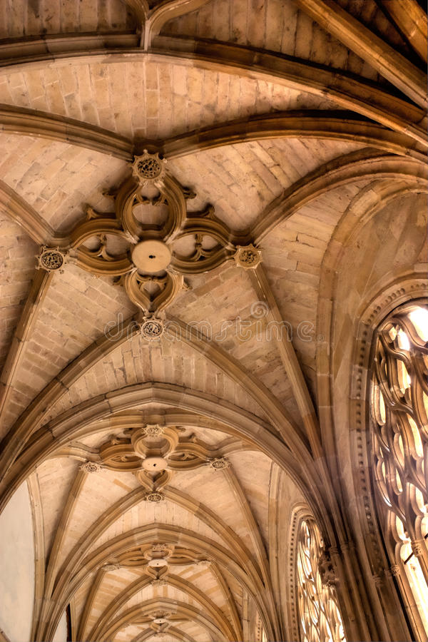 Cofre-forte gótico com arcos foto de stock