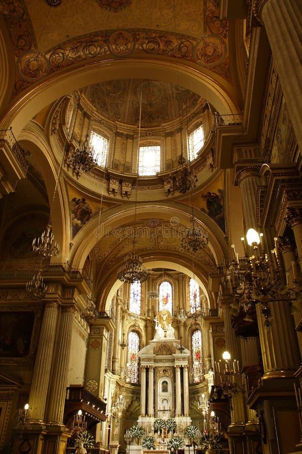 Cofres-forte e altar na catedral em Leon, Guanajuato fotos de stock