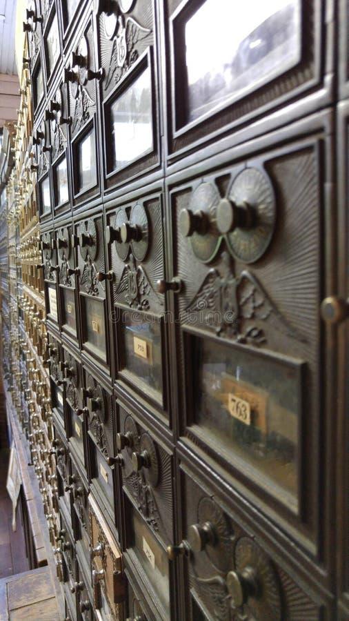 Cofres fortes velhos do correio fotografia de stock