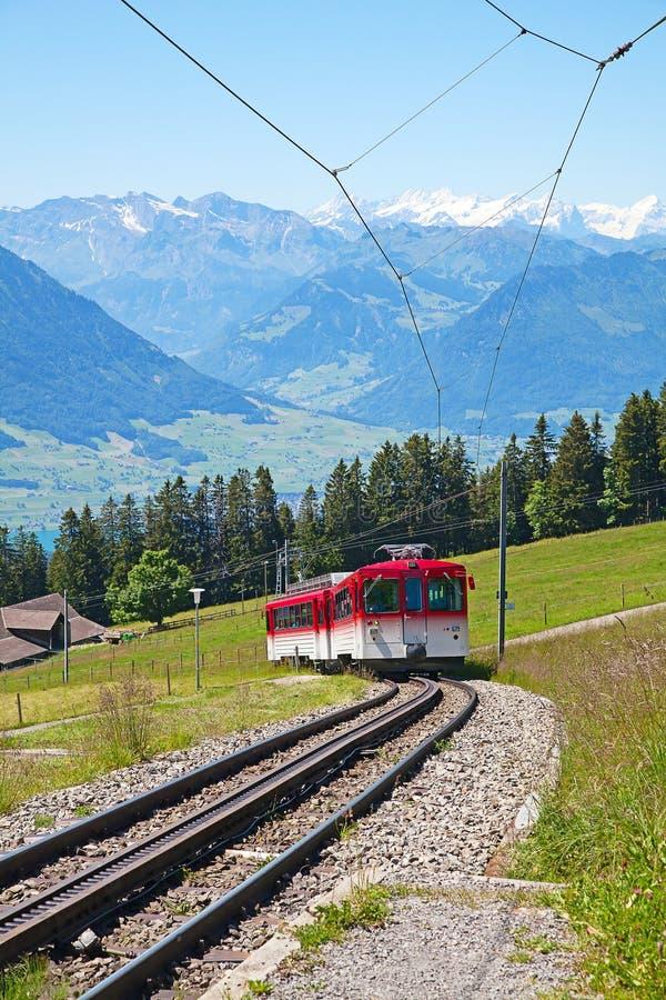 Cog szwajcarska wysokogórska kolej zdjęcia royalty free