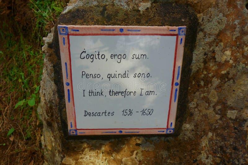 Cogito ergo sum En latinsk filosofisk proposition av Descartes som översätts vanligt in i engelska som royaltyfria foton