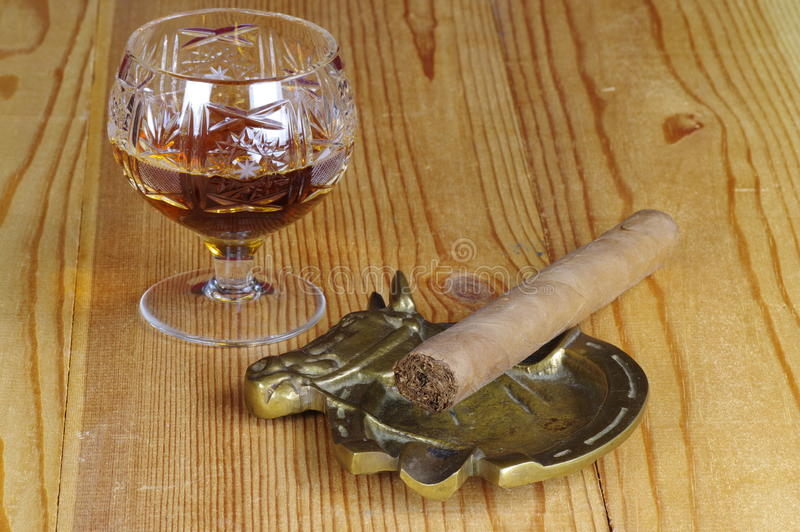 Cognac en sigaar royalty-vrije stock fotografie