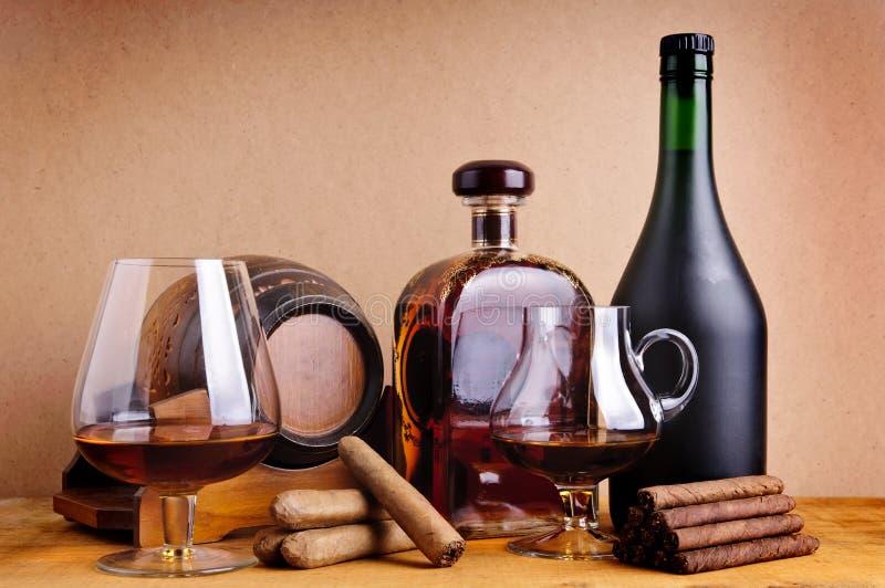 Cognac en sigaren stock afbeeldingen