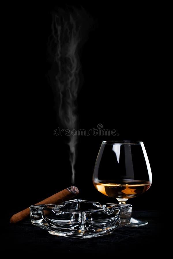 Cognac et cigare images libres de droits