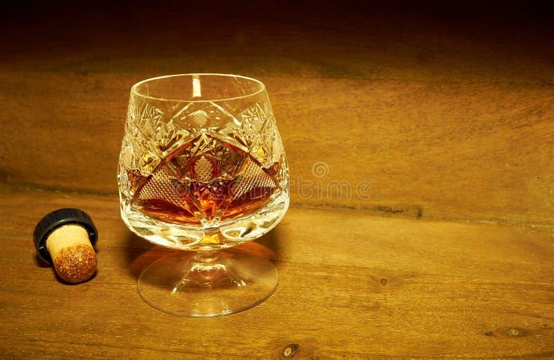 Cognac i ett crystal exponeringsglas royaltyfria bilder