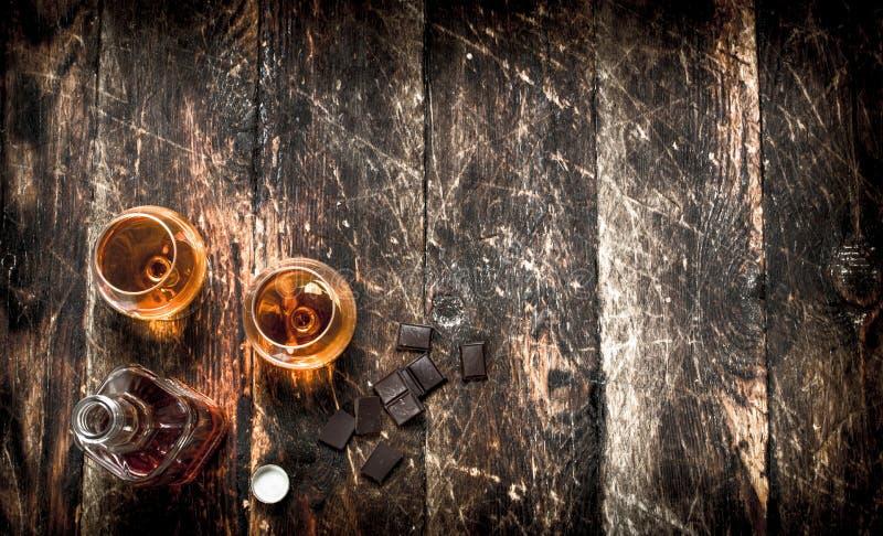 Cognac met bittere chocolade stock afbeelding