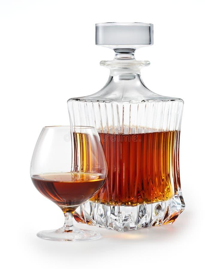 Cognac. Vetro e bottiglia di brandy. percorso di residuo della potatura meccanica fotografia stock libera da diritti