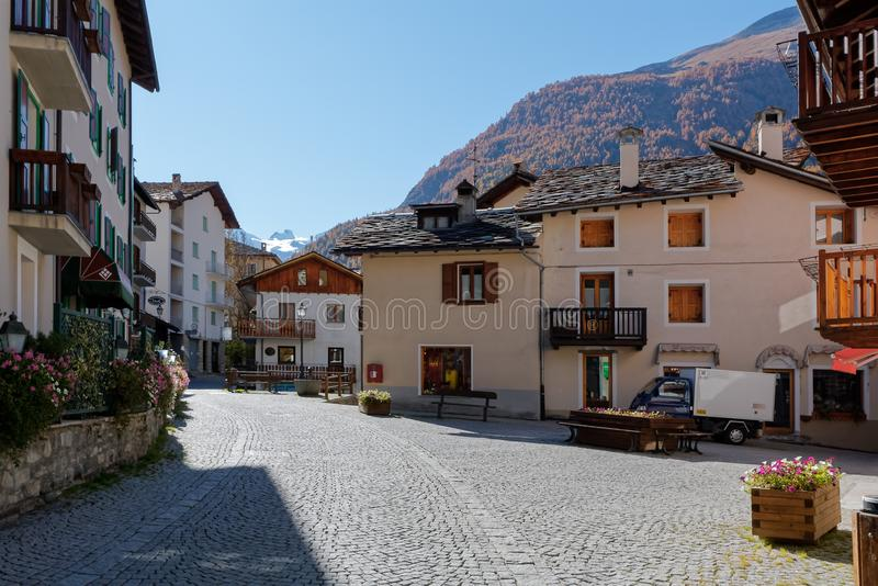 COGNE ITALY/EUROPE - OKTOBER 26: Gataplats i den Cogne Italien nollan royaltyfria foton