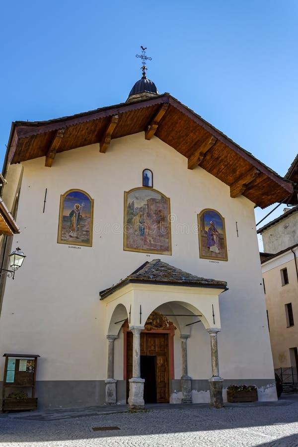 COGNE, ITALY/EUROPE - 26 OTTOBRE: Vista del ` Orso Church di Sant in C immagine stock libera da diritti