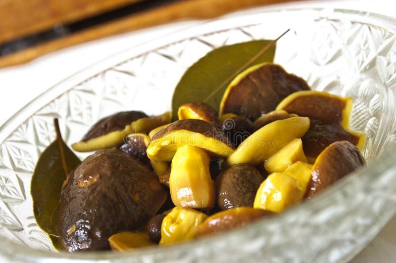 Cogumelos pstos de conserva foto de stock