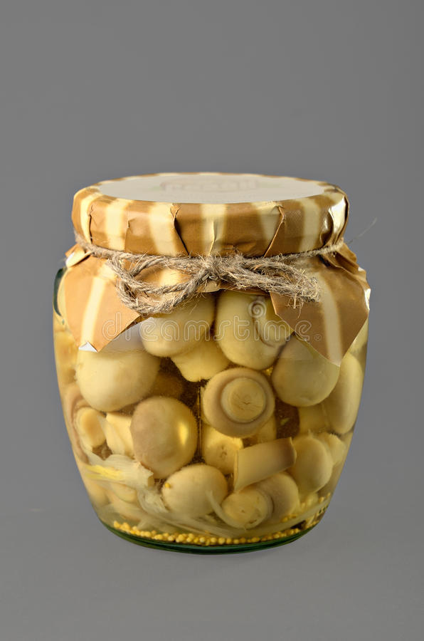 Cogumelos pstos de conserva imagem de stock