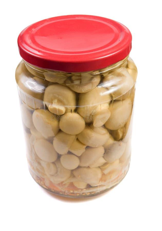Cogumelos pstos de conserva em um frasco de vidro. fotos de stock