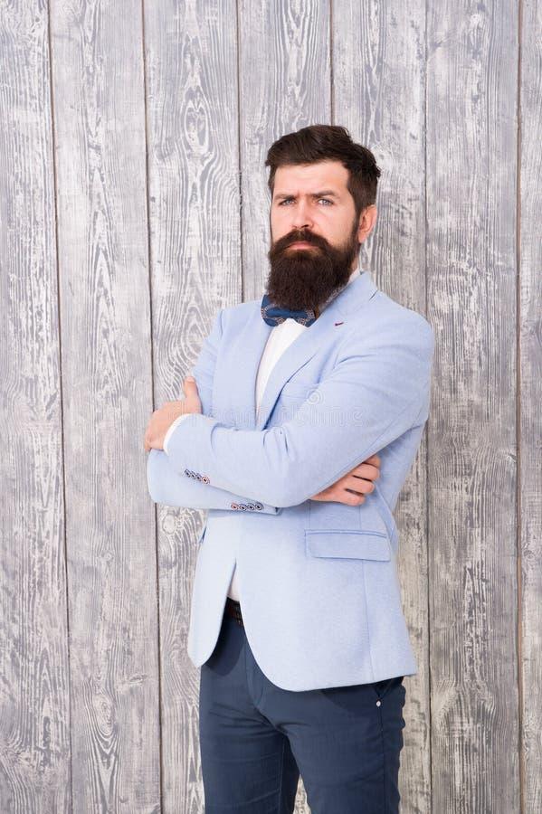 Coiffeur de style de monsieur Barber Shop Concept Barbe et moustache Le type a bien toiletté le smoking barbu beau d'usage de hip images stock