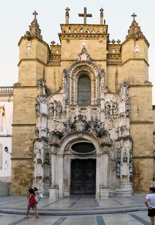 Coimbra, Portugal, 13 Augustus, 2018: Voorgevel van de kerk van het klooster van Santa Cruz in 1131 door de regelmatige canons di royalty-vrije stock fotografie
