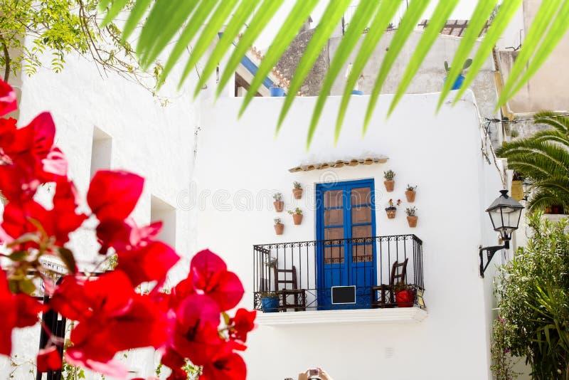 Coin blanc d'architecture d'île d'Ibiza photographie stock