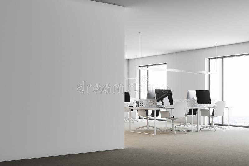 Coin de bureau blanc moderne côté de mur illustration stock
